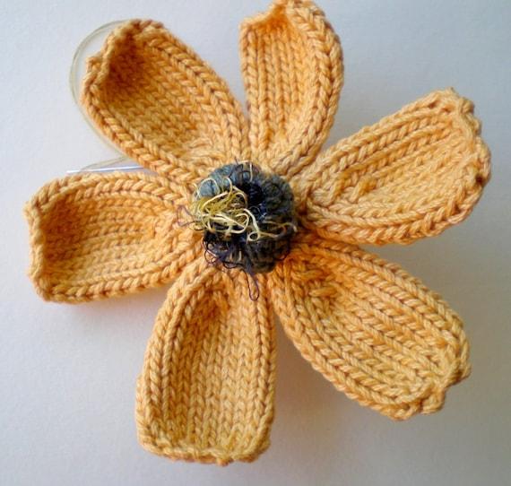 PDF Knit Flower Pattern - Daisy Flower from ohmayzee on Etsy Studio