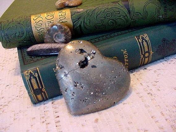 Irone Pyrite Heart, Paperweight, Wealth, Magic stone, Metalic 11tu33