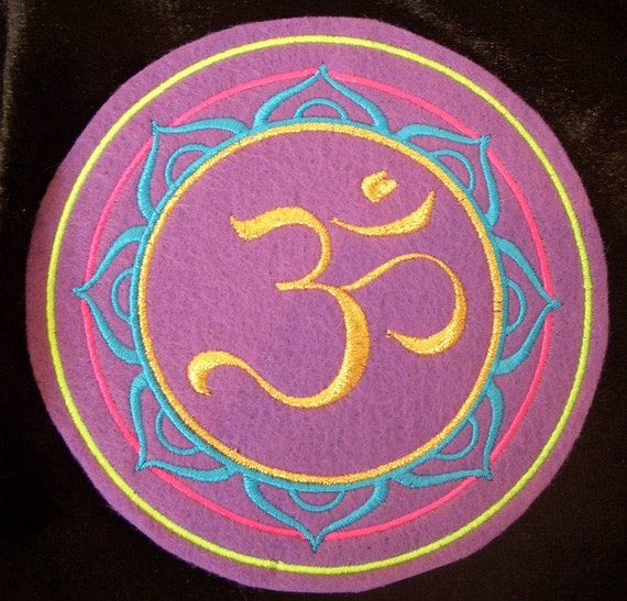 5 inch embroidered metallic gold OM / AUM iron on patch