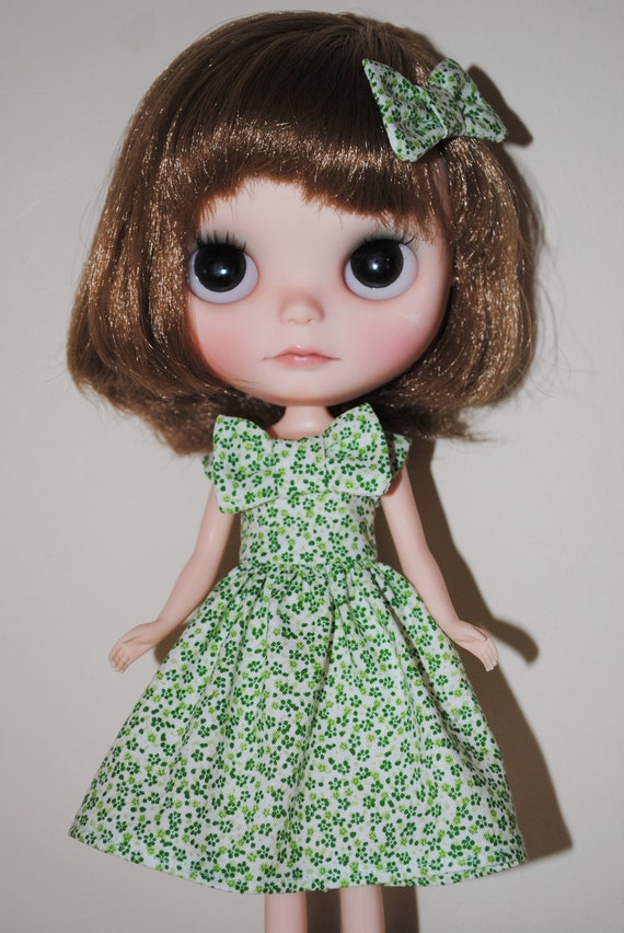 Green 'Spring Bouquet' tea dress and hairpin set for Blythe