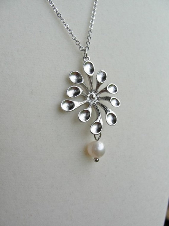 Silver Mod Spoon Daisy with Pearl Necklace