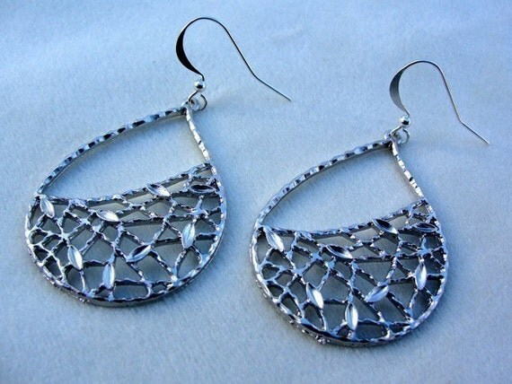 Silver Leaf Teardrop Earrings - gift, mother, wife, sister, bridesmaid, daughter, birthday, friend, graduation, romantic