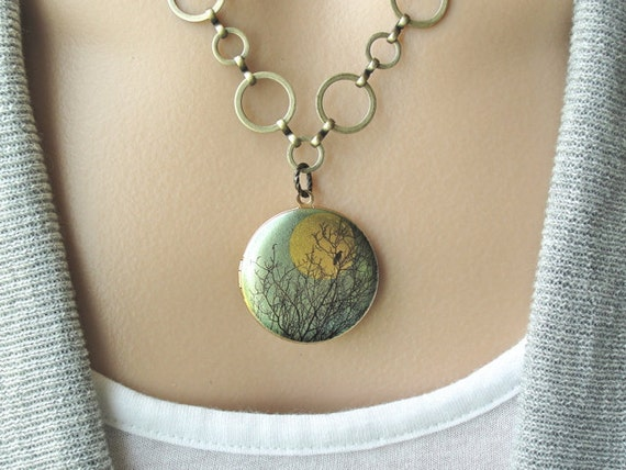 Silhouette - Locket Necklace - gift, mother, sister, daughter, friend, romantic, wife, birthday