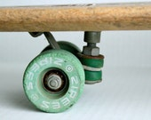vintage 60s ZIPEES Sidewalk Surfboard // green clay wheels and cushions // The Lahana M-444 - RedTuTuRetro