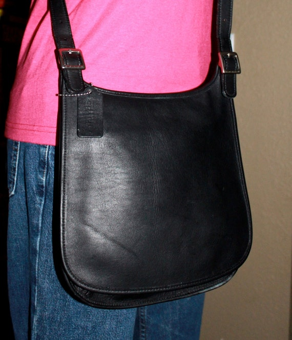 vintage leather COACH hippie slim flap messenger cross body bag in black // like new // 9135