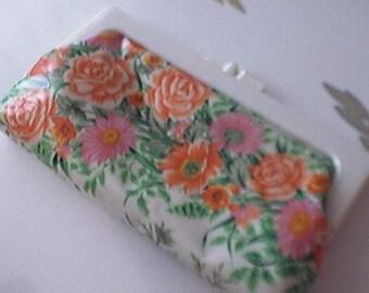 Plastic Floral Clutch Lucite Clasp c.1960s Vintage