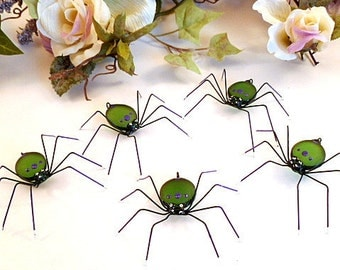 Five Small Green Spiders Custom Copper Wire Bugs Garden Party Decor Unique Ornament for Bug Lovers Pet Spiders Simple and Endearing Gift