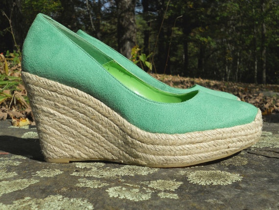 30% off SALE - vintage platform espadrilles - suede-like green wedge heels - jute sandals - size 9M