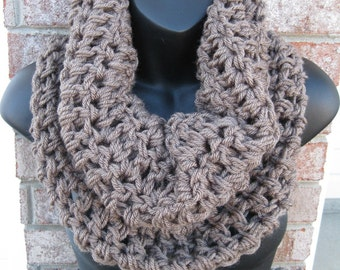 Manhattan Cozy Cowl Circle in Walnuts / Cozy Thermal Fall Winter GIFT /Chunky Scarf Cowl Wrap /Infinity Circle Scarf Cowl / Chunky Cowl Wrap