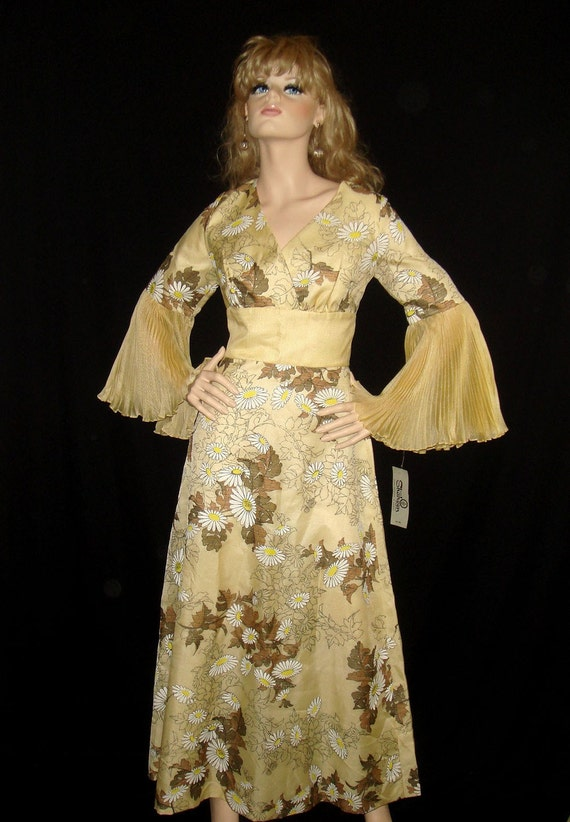 Vintage 1960s 70s Alfred Shaheen Pleated Sleeve Maxi Dress w/Daisy Print NOS Deadstock - M