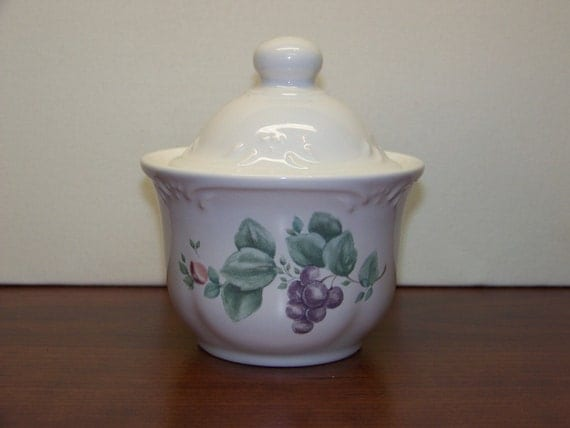 Vintage Pfaltzgraff Grapevine Sugar Bowl - 1353