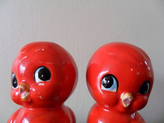 15% off sale vintage 50s ceramic holiday red bird salt and pepper shakers / christmas / holly / december