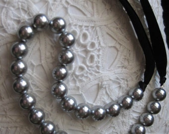 Greymalkin (Pearl Ribbon Necklace)