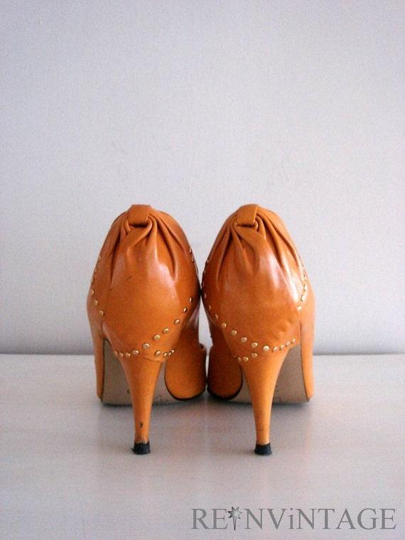 vintage GOLDEN BOW stud heels