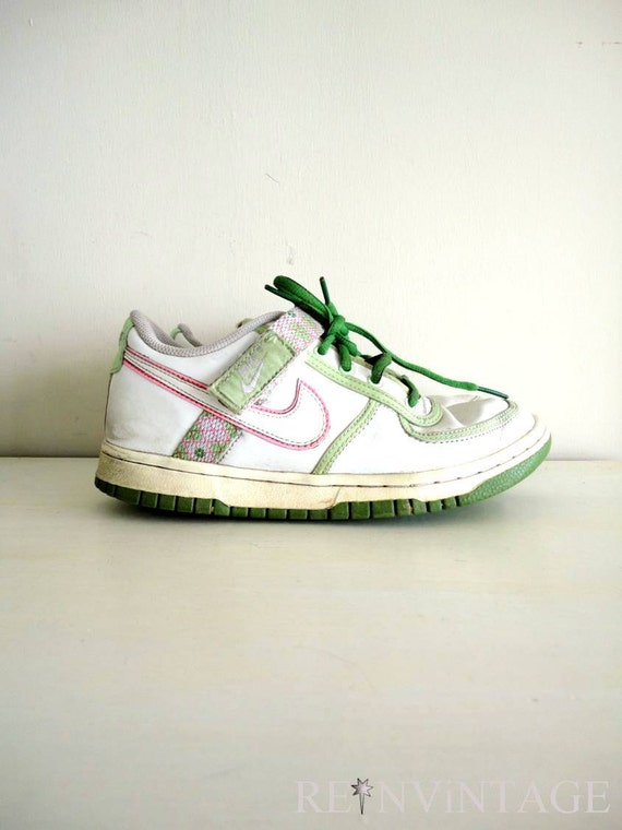 vintage 1980s OLD SCHOOL NiKE sneakers