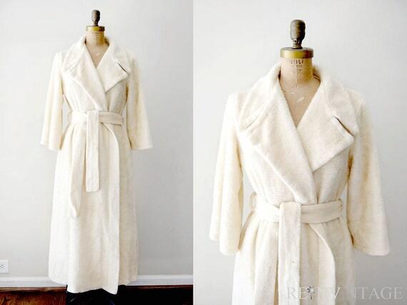 vintage 1960s robe: ivory white 60s furry house coat