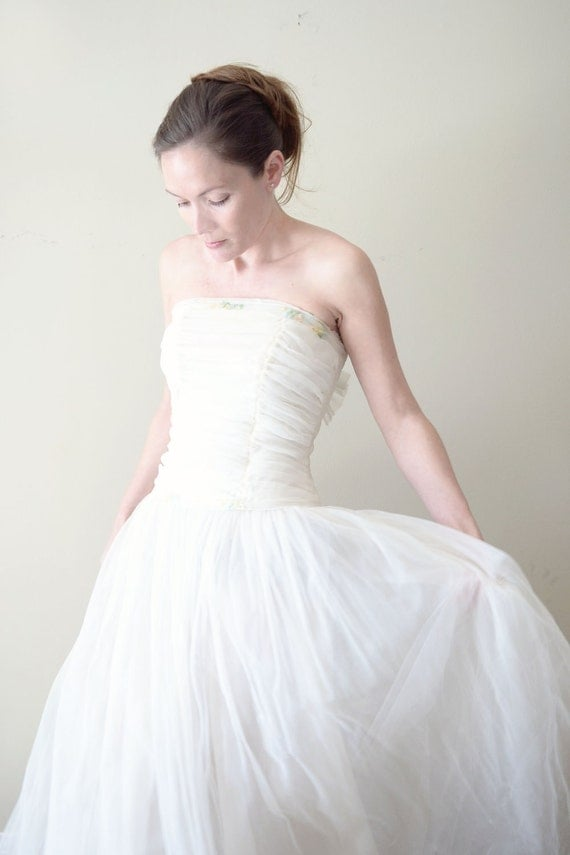 vintage 1950s dress -  50s wedding dress /  white tulle full skirt ball gown