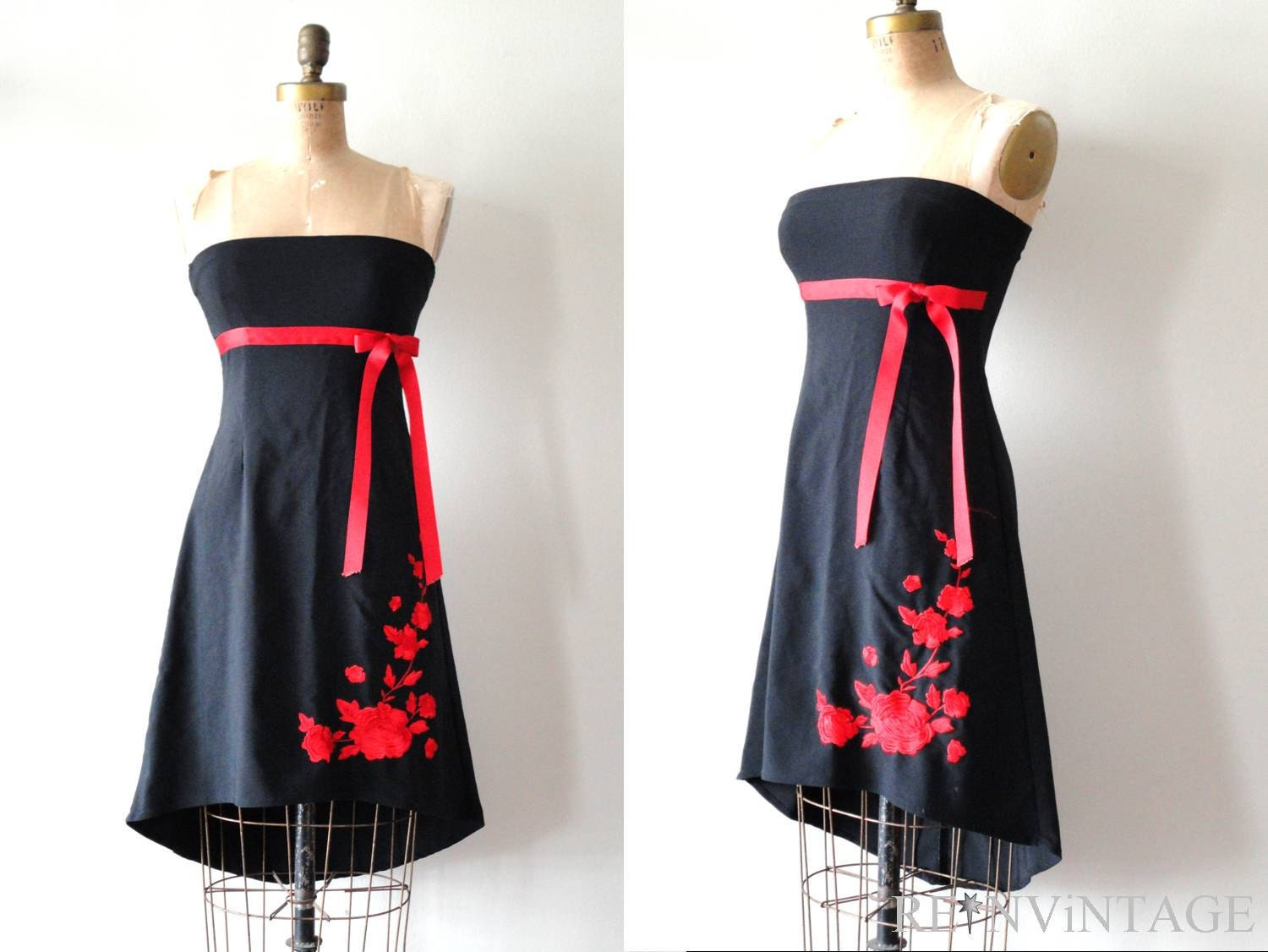 Be more with Baltimore, darling! A fabulous vintage inspired frock from Unique Vintage, the Baltimore Swing Dress is cast in a lightweight black fabric and features a dramatic embroidered red rose on the bust, with gorgeous green leaves and tall stem.