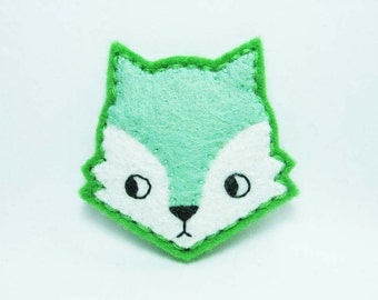 Mint curious fox felt brooch - tiny size - made to order