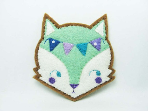 SALE Fox mind - Celebrating happiness with a bunting felt brooch