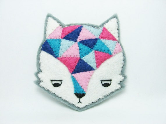 Annoyed urban fox felt brooch