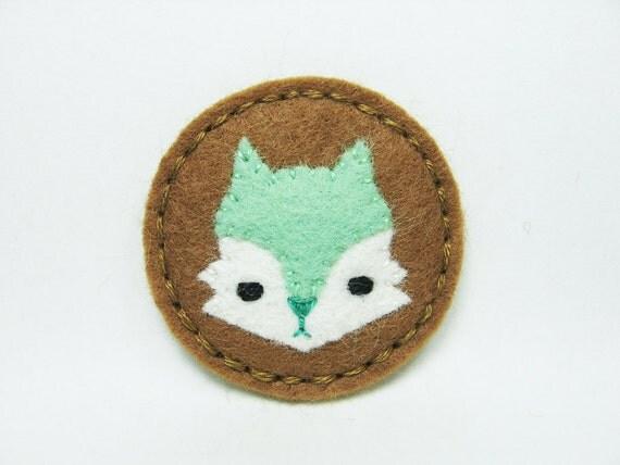 Tiny mint serious fox felt brooch