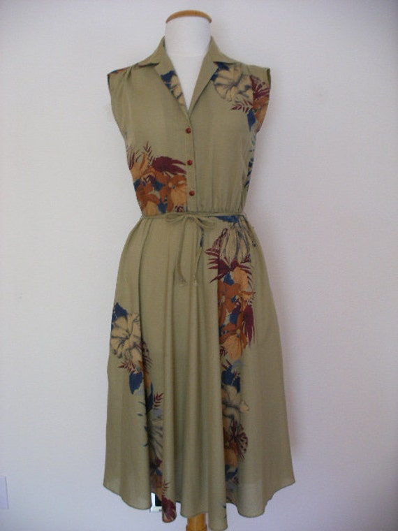 Vintage 80s Spring Summer Day Dress In A Light Green Beige Color With A Floral Pattern