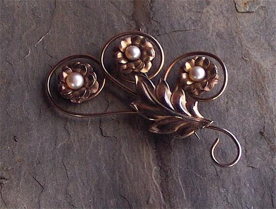 Rosey Goldtone Pearl Brooch Pin