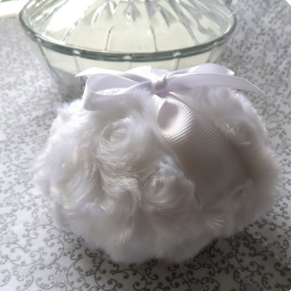Powder puff fresh crisp white pouf blanc snow body - Pouf blanc conforama ...