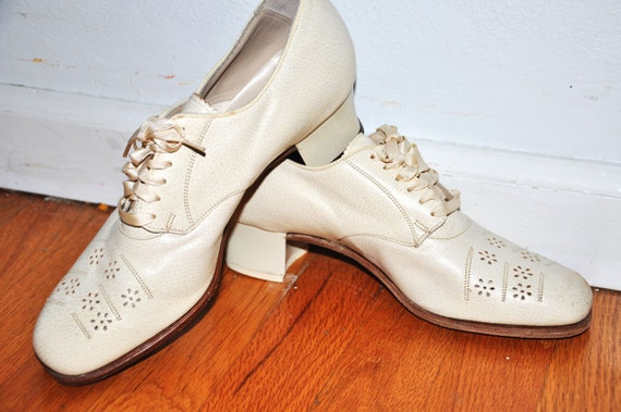Great 1930s Cream White Floral Flapper Heels