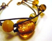 Yellow sunny bracelet in leather and glass beads