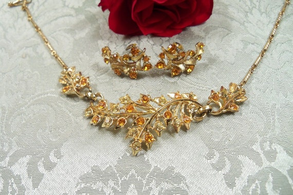 Delicate 1920s Antique Signed CORO Yellow and Orange Necklace and Clip Earrings Set in Gold
