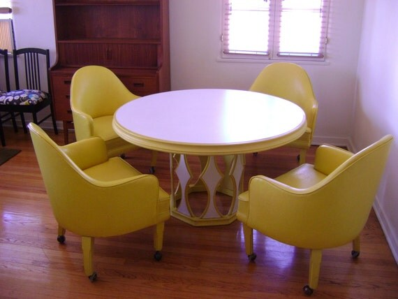 70 S Round White And Yellow Dining Table And 4 Chairs Los