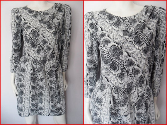 Vtg.80s Black Grey White Snake Skin Print Puff Sleeve Peplum Skirt Open Back Mini Dress.M.Bust up to 40.Waist 28-34.Hips 42.