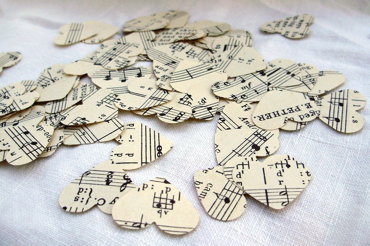 Vintage sheet music hearts confetti table decoration for Decoration table