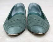 Green Suede Vintage Flats Bass Shoes Size 7.5