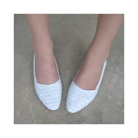 Vintage Snow White Leather Clicks. Slip On Flats Size 8