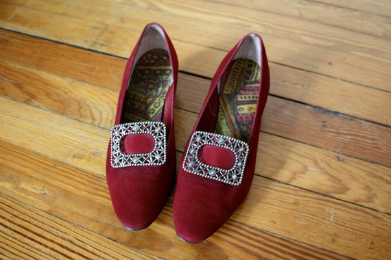 Vintage Mod 1960s Burgundy Heels with Large Buckle Size 7.5/8