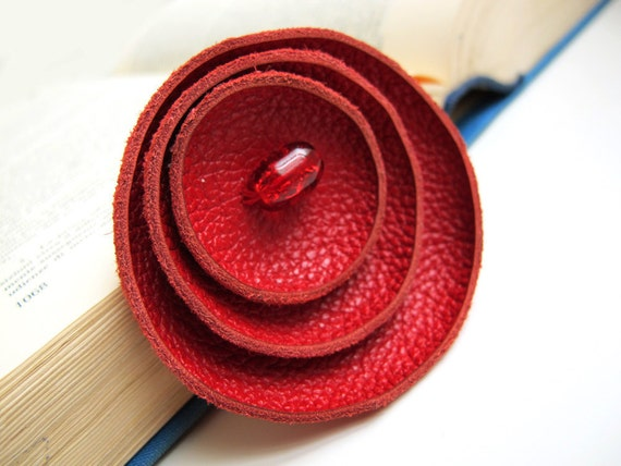 Red circle leather Brooch