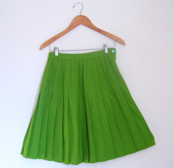 RESERVED for myfeelings...........Vintage Green Pleated School Girl Skirt- size small
