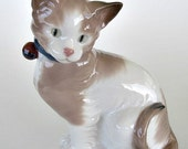 Nao by Lladro Sitting Cat Figurine