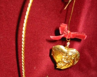 Flying Cherub Heart Locket Ornament for Pictures