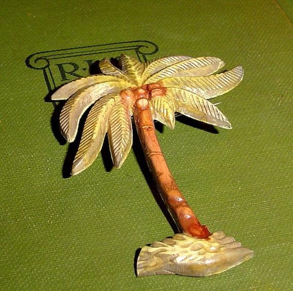 Vintage 40s painted plastic palm tree pin, Florida souvenir