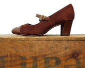 1960s mary janes / vintage shoes size 8 / cocoa brown suede heels / euro size 38.5