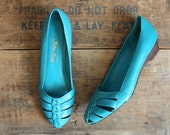 vintage shoes size 8 // aqua teal leather slip on shoes // wood wedge heel // woven leather // euro size 38.5