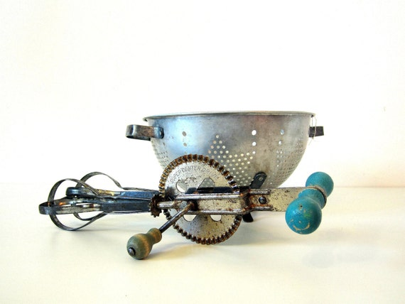 kitchen hand beater, turquoise chippy paint, farmhouse, shabby chic, Black Friday, Cyber Monday Sale