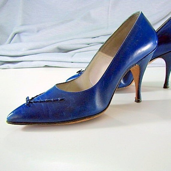 """Vintage 1950s Leather Sapphire Blue Pointed Toe Shoe with 3 1/2"""" Heels"""