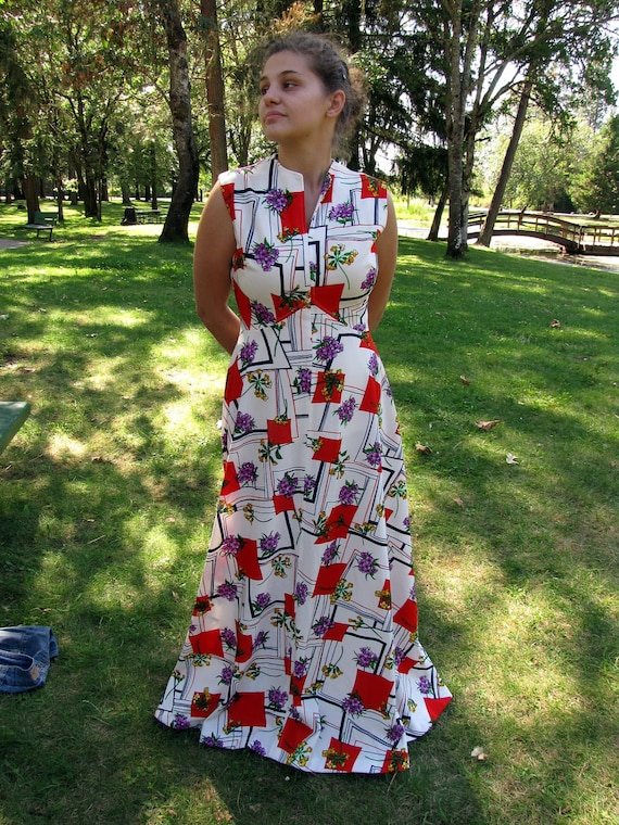 1970s White Maxi with Bold Red Triangles and Violet Flowers