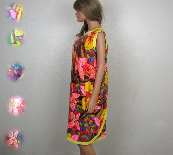 1960s Bold Bright Tropical Floral Cotton Sleeveless Wrap Dress