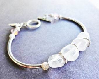 adorable semi-rigid bracelet with pink gemstones